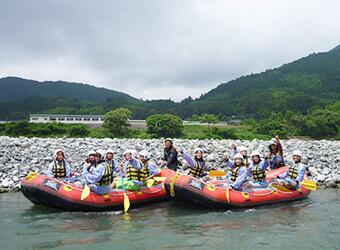 富士川でラフティング